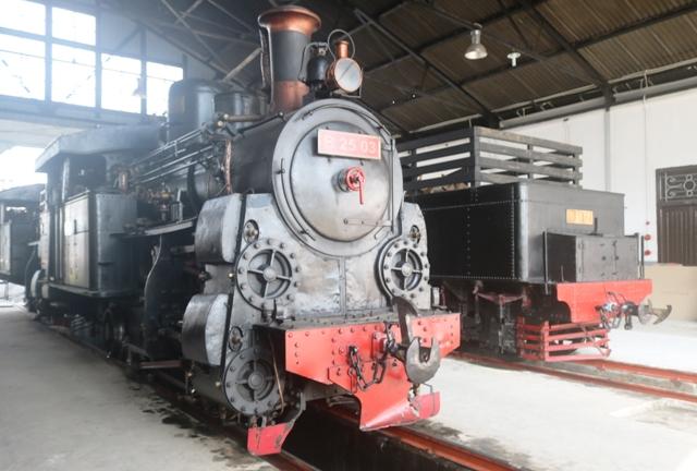 Kereta Wisata Bergerigi Di Museum Kereta Api Ambarawa, Jawa Tengah