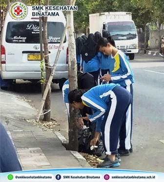 Aksi HaOrNas SMK Kesehatan Binatama Yogyakarta, Ada Sampah Ambil