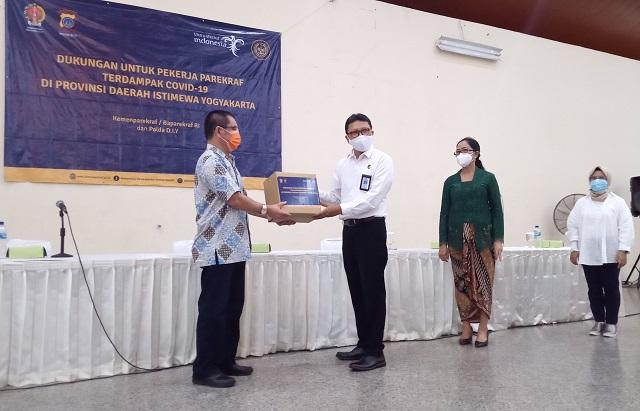 Kemenparekraf Lanjutkan Bantuan Teruntuk Pelaku Pariwisata dan Ekonomi Kreatif Terdampak Pandemi Covid-19 di Daerah Istimewa Yogyakarta