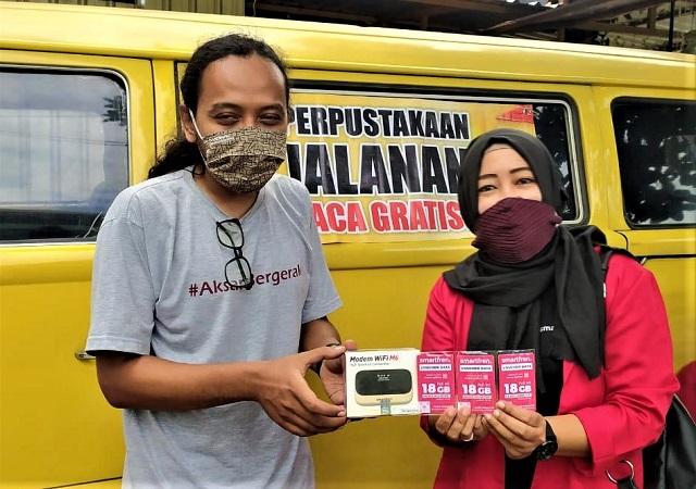 Smartfren Sukseskan Belajar Jarak Jauh Bersama Mobil Internet Gratis di Yogyakarta