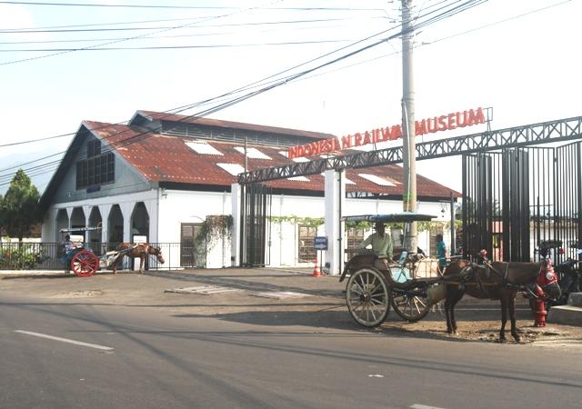 Kereta Wisata Bergerigi Di Museum Kereta Api Ambarawa Jawa
