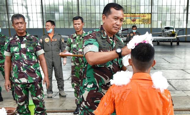 Danlanud Adisutjipto Marsekal Pertama TNI Bob Henry Panggabean Pimpin Tradisi Terbang Solo Siswa Sekbang Angkatan 98
