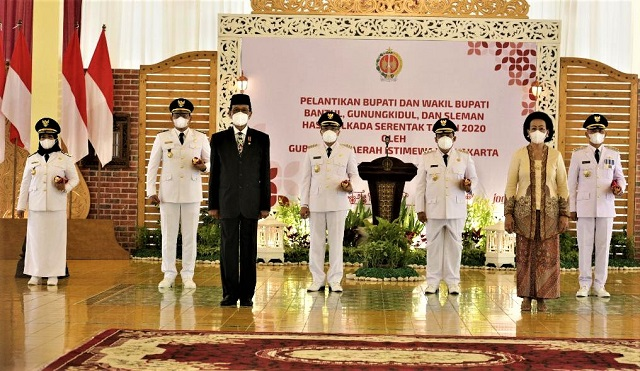 Gubernur Daerah Istimewa Yogyakarta Melantik Tiga Pasangan Bupati-Wakil Bupati Baru