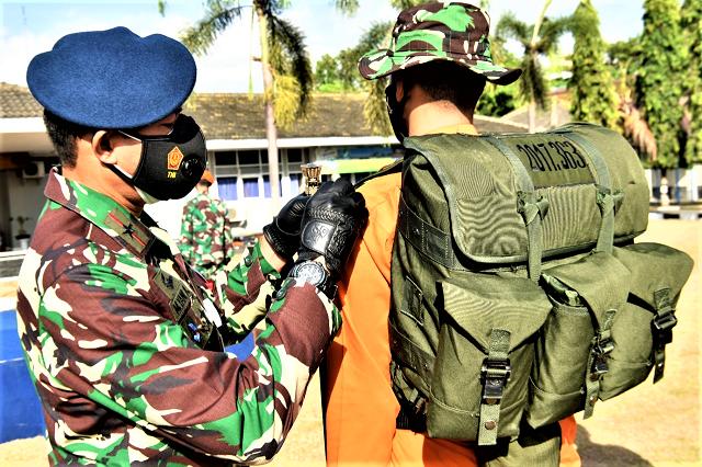 Sekbang TNI AU Angkatan 101 dan Seknav Angkatan 14 Lakukan Latihan Survival Dasar