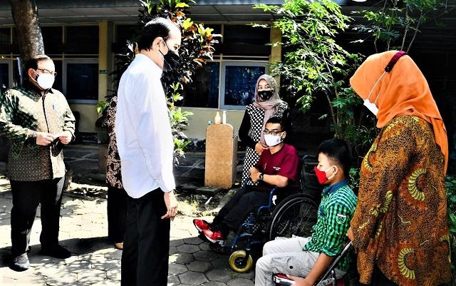 Presiden Jokowi Tinjau Vaksinasi Pelajar SLB di Yogyakarta